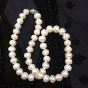 Jewelry - 🆕9-10mm Freshwater Pearls